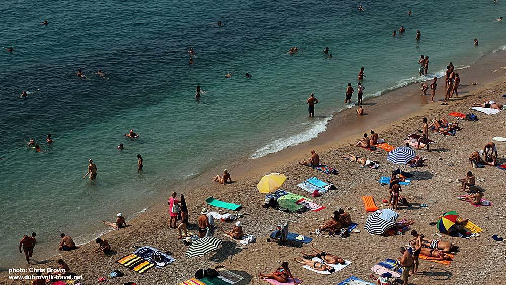 Parasols, sunbathers and swimmers @ Banje in Dubrovnik