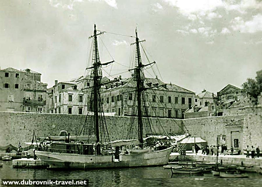 Schooner in the Old Harbour in 1950s - Dubrovnik