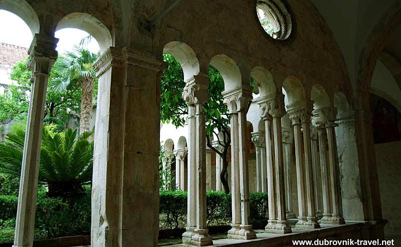 cloister-franciscan-monastery3