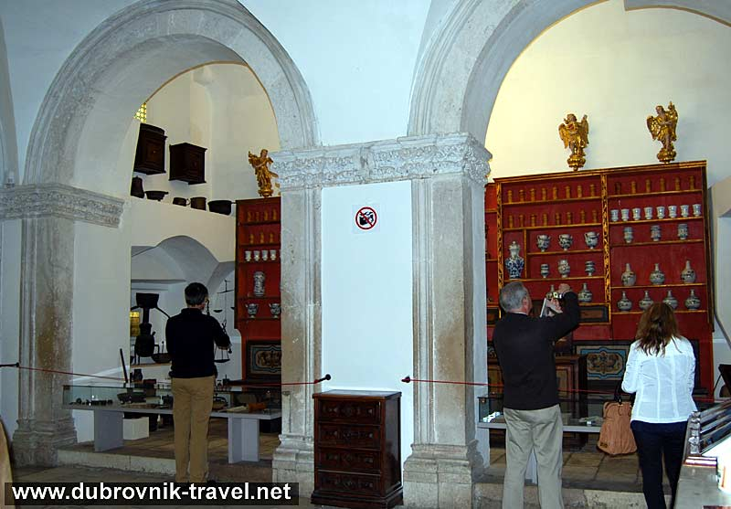 old-pharmacy-franciscan-monastery3