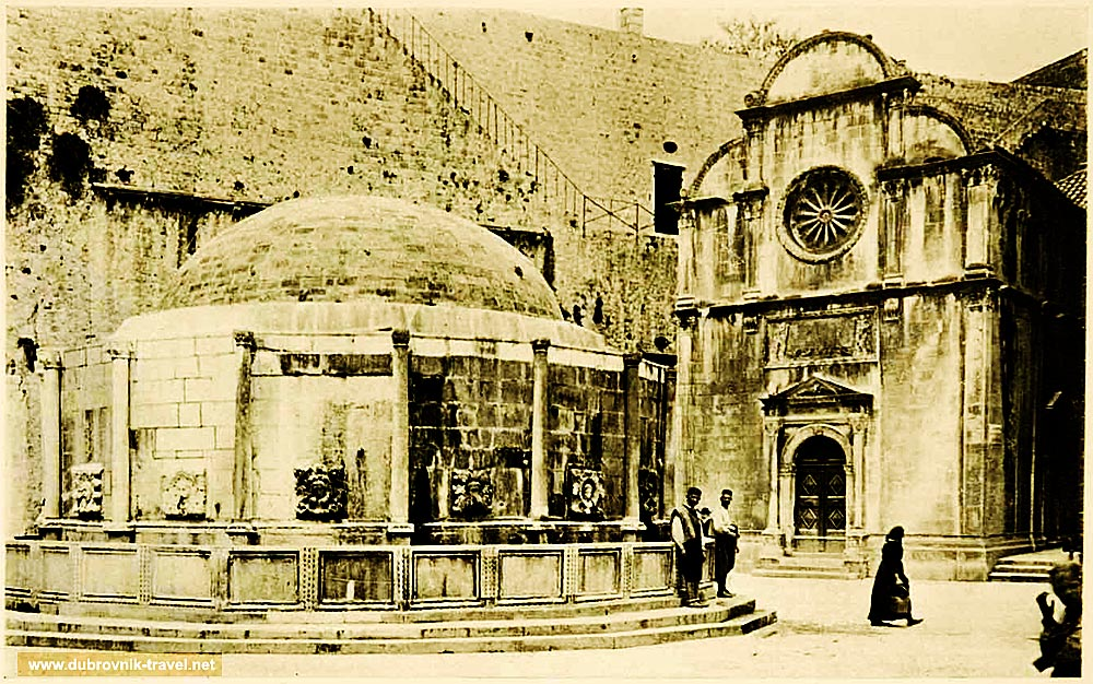 Onofrijeva Fontana and Crkva Svetog Spasa in Dubrovnik