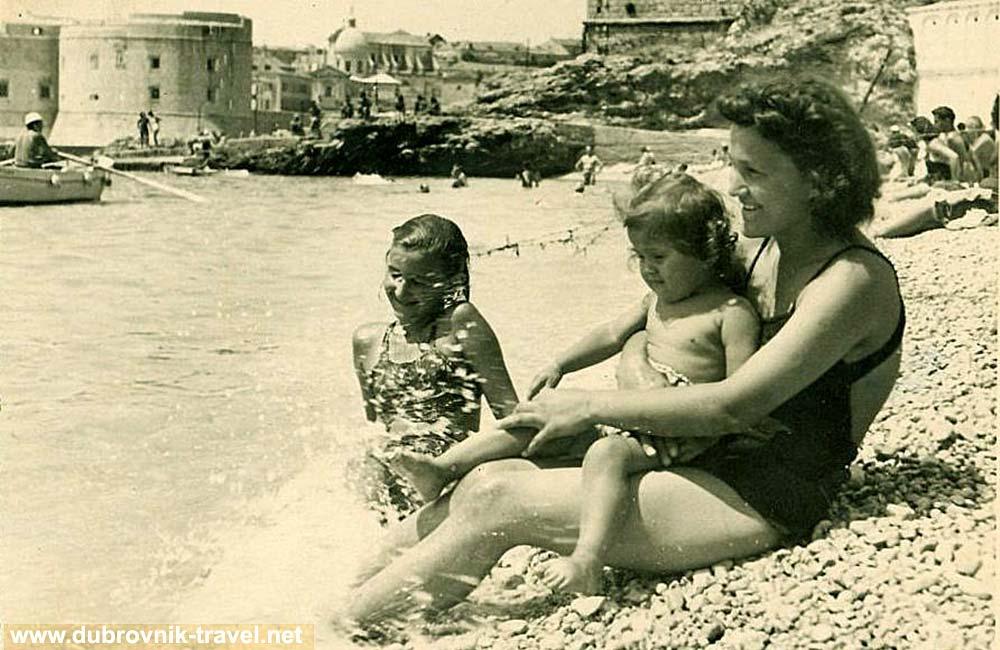 Family fun at Banje Beach