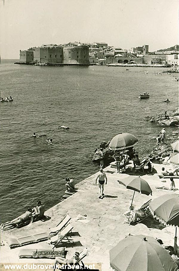 Crowd at the Banje beach in 1964