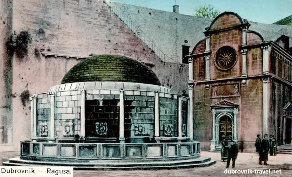 Church and nearby Onofrio Fountain from 1900s