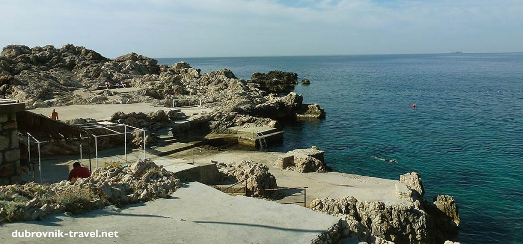large concrete slabs ideal for jumping into the sea