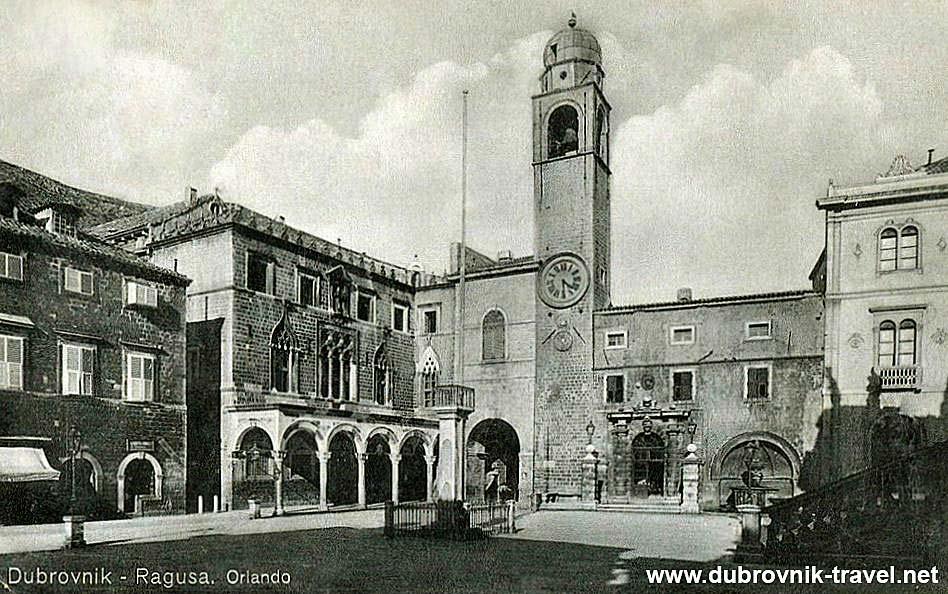 Orlando's Column in situ at Stradun / Luza Square
