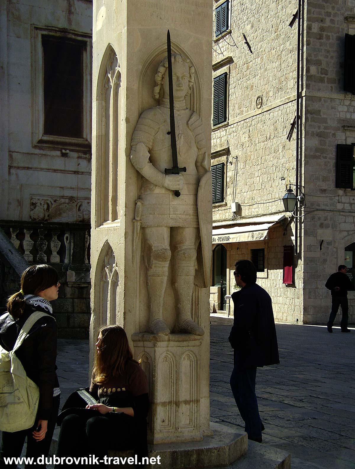 Orlando's Column - a popular place to rest - Dubrovnik