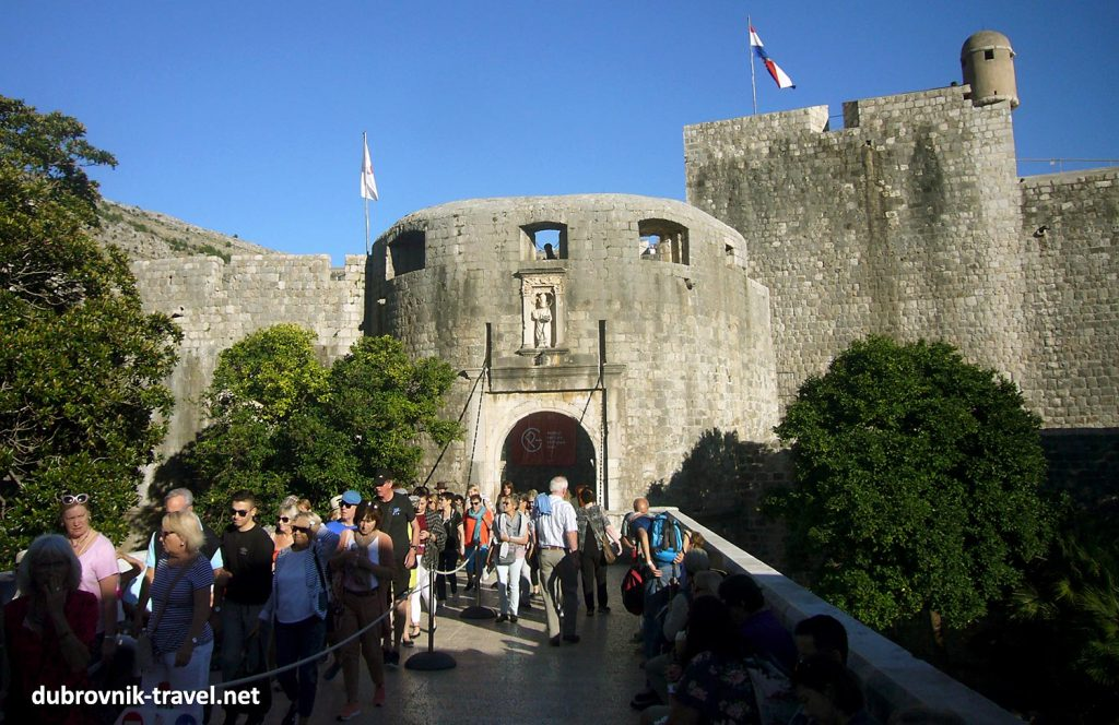 The entrance to the Old Town (Pile gate) on busy summer's day