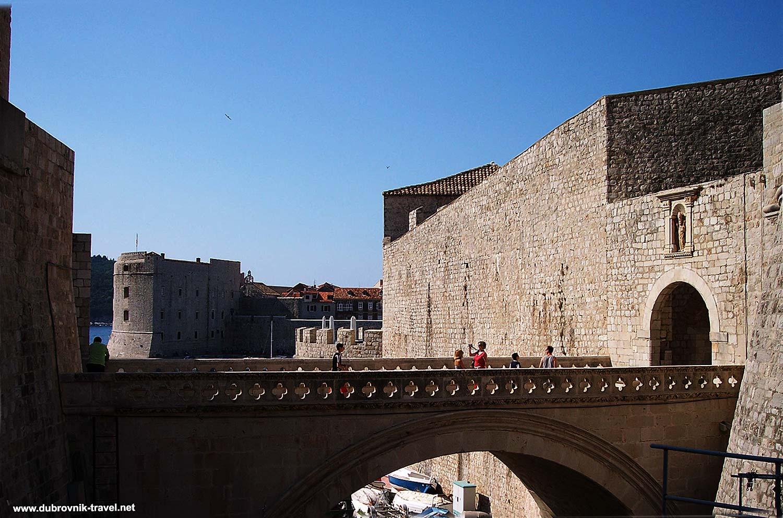 Side views of Ploče Gate, its bridge and Sveti Ivan Tower