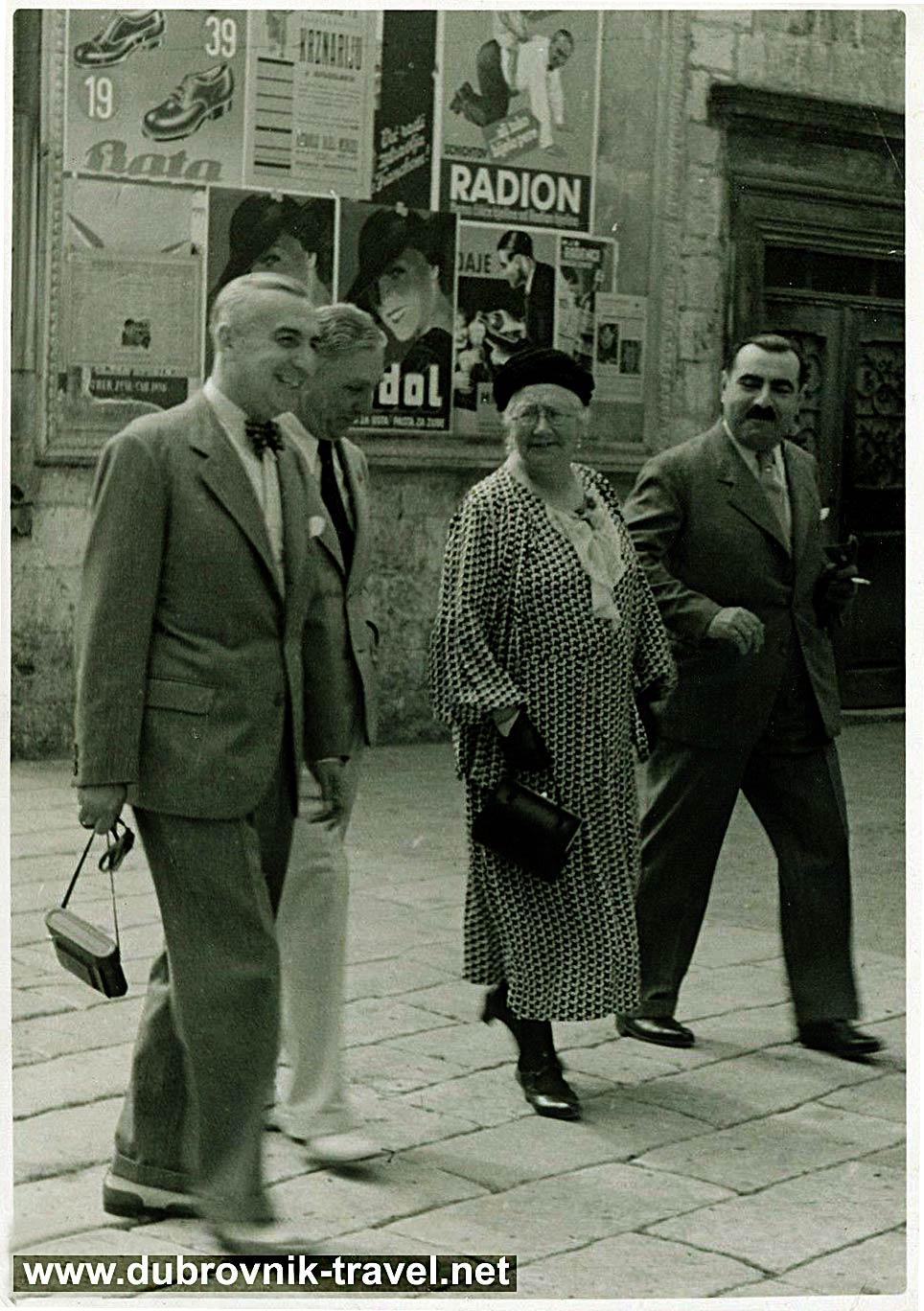 People and Adverts @ Stradun (1938)